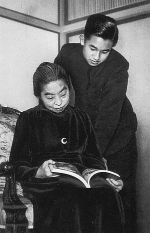 Empress_teimei_and_crown_prince_a_2