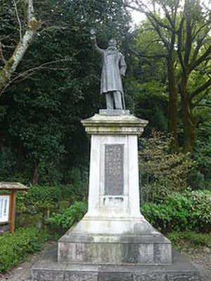 210pxtaisuke_itagaki_bronze_statue_